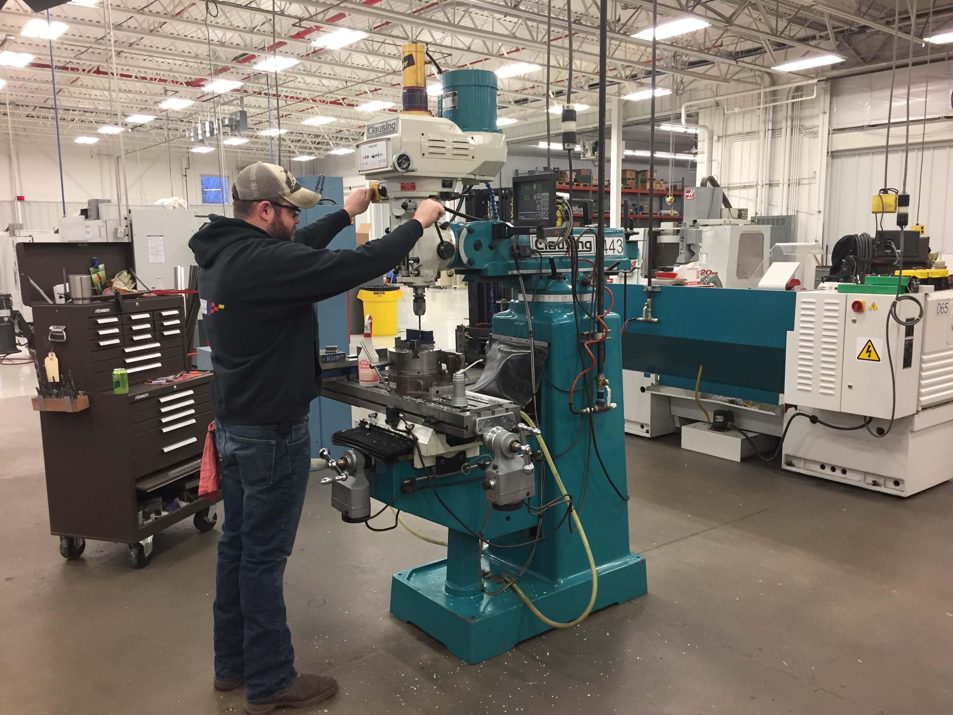 The Knee Mill: Still Standing | Cutting Tool Engineering